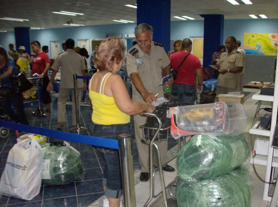 La Habana informa a los cubanos sobre nuevas tasas aduaneras