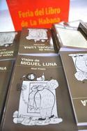 Ejemplares de la novela Viajes de Miguel Luna.