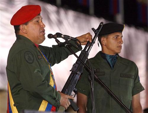 http://www.cubaencuentro.com/var/cubaencuentro.com/storage/images/encuentro-en-la-red/internacional/articulos/sociedad-cortesana-o-mercenaria/el-presidente-hugo-chavez-muestra-un-rifle-ruso-en-la-ceremonia-por-el-dia-del-ejercito-ap/378503-1-esl-ES/el_presidente_hugo_chavez_muestra_un_rifle_ruso_en_la_ceremonia_por_el_dia_del_ejercito_ap.jpg
