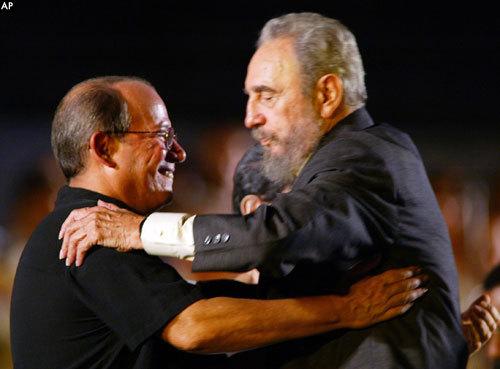 http://www.cubaencuentro.com/var/cubaencuentro.com/storage/images/encuentro_en_la_red/opinion/articulos/como_se_justifica_una_dictadura/silvio_rodriguez_y_castro/32737-3-esl-ES/silvio_rodriguez_y_castro.jpg