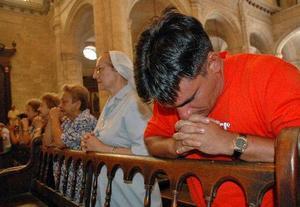 La renovación de una fe religiosa, por años oculta o disminuida, guarda una estrecha relación con la crisis de la sociedad cubana.